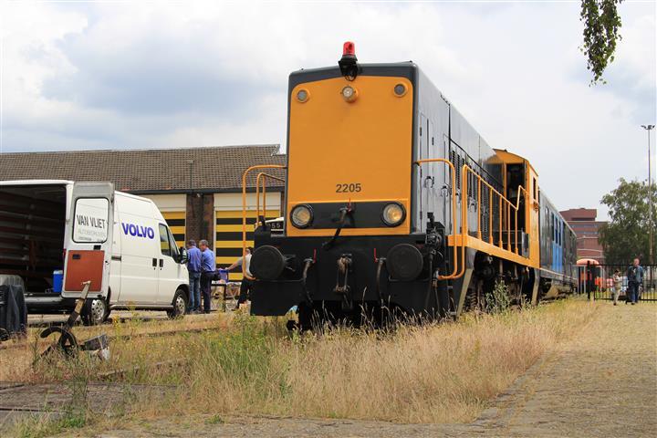 Op 28 juni 2014 organiseert de Stichting Historisch Dieselmaterieel samen met enkele busmusea in Amersfoort een dieseldag. Hierbij zijn onder andere DE-loc 2205 en een Plan E-rijtuig van de SHD aanwezig.