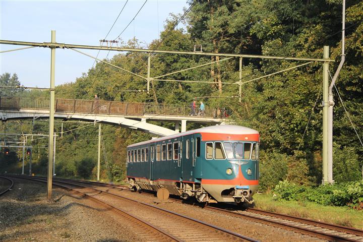 Ter gelegenheid van het 140-jarig bestaan van station Baarn is DE 1 motorrijtuig 41 op 4 oktober 2014 de hele dag op het station te bezichtigen. In de ochtend tijdt het motorrijtuig onder de karakteristieke brug het station binnen.