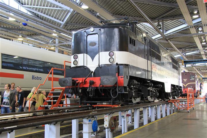 Op 4 oktober 2014 organiseert het revisiebedrijf in Leidschedam een open dag. Eén van de gasten is E-loc 1251.